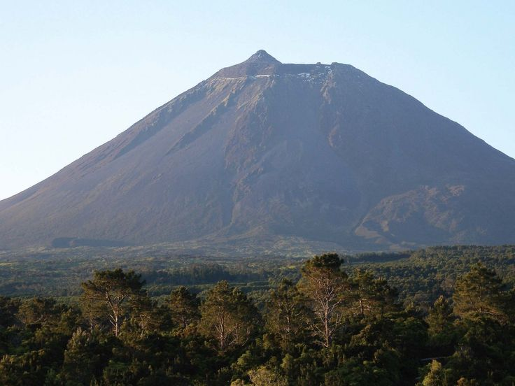 A place to visit: Montanha do Pico (Pico Mountain, Pico Island)