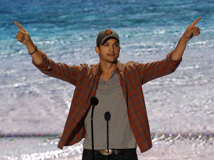 """Ashton Kutcher Channels Steve Jobs In The Best 'Teen Choice Awards' Acceptance Speech Ever - BusinessInsider.com 