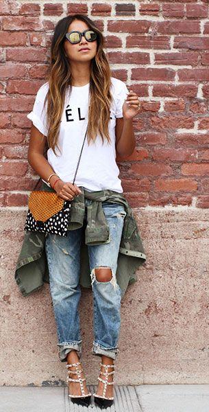 เสื้อยืดสกรีนตัวอักษร สีขาว  CELFIE, กางเกงยีนส์ Ralp Lauren, แจ็คเก็ต Zara, รองเท้าส้นสูง Valentino, กระเป๋า Loeffler Randall