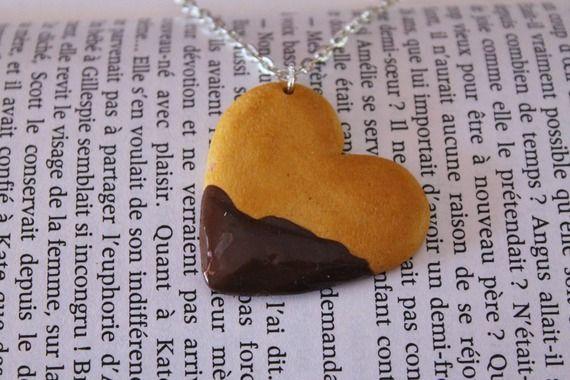 Collier fantaisie gourmand sablé coeur et chocolat réalisé en Fimo