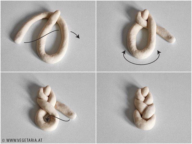 VEGETARIA – Mohnweckerl (Mohnflesserl, Mohnstriezerl, Mohnzopf) / Braided Poppy Seed Bread