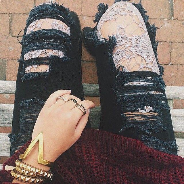205 besten pantyhose under ripped jeans bilder auf pinterest nylons attitude und balenciaga. Black Bedroom Furniture Sets. Home Design Ideas