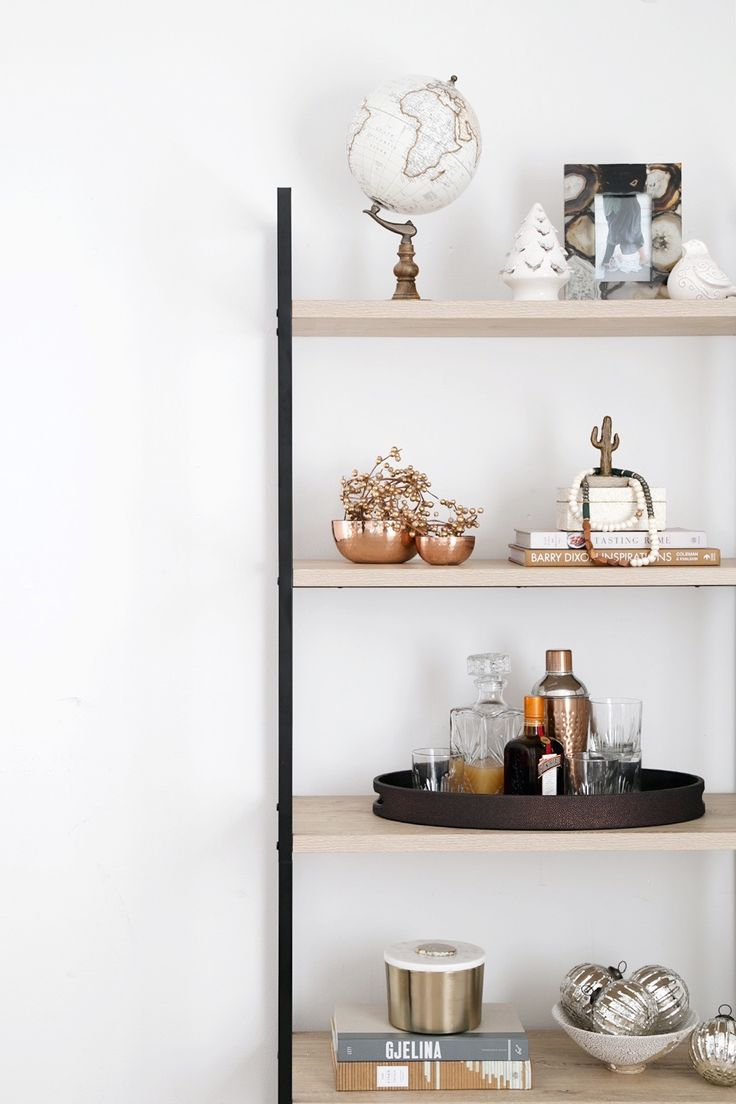 Love neutral decor? Click for stylish yet festive holiday decorating tips using pieces found at @TuesdayMorning and be sure to check the Tuesday Morning website for your nearest store location! #ad #TuesdayMorningFind
