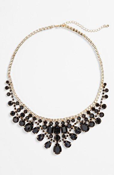 Gorgeous statement necklace in jet black