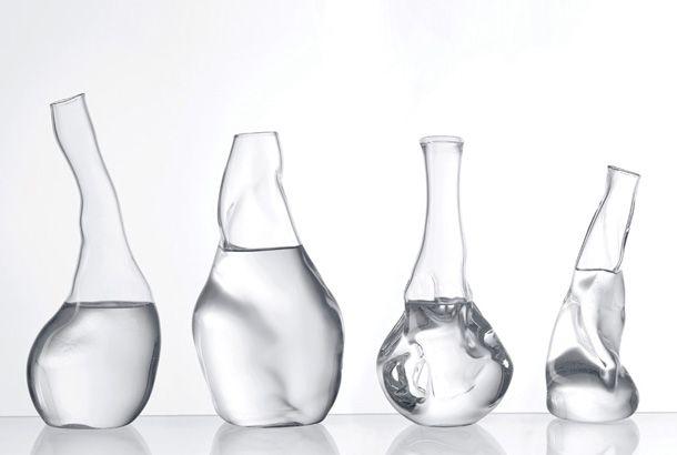 この透明でくしゃっと歪んだ神秘的なカラフェ。実はこれ、ガラス職人の手で編み出されたセンスある作品…ではなく、パラメータソフトウェ...