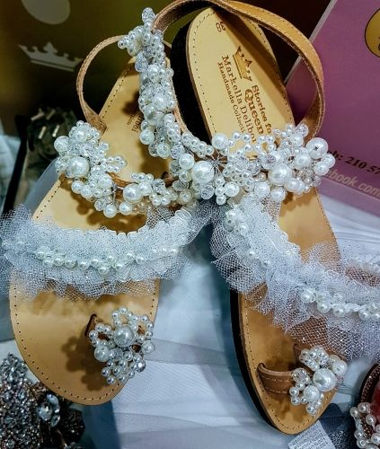 Χειροποίητα νυφικά σανδάλια.  http://handmadecollectionqueens.com/νυφικα-γυναικεια-σανδαλια  #handmade #fashion #bridal #wedding #sandals #footwear #storiesforqueens #χειροποιητα #υποδηματα #νυφικα #γυναικα #γαμος #σανδαλια