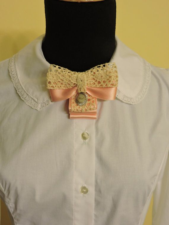 Lazo broche rosa con puntilla,Corbatín rosa camafeo,Corbatín Lolita Clásica,Lazo de Broche,Lazo camisa Victoriano,Broche Victoriano,Pajarita