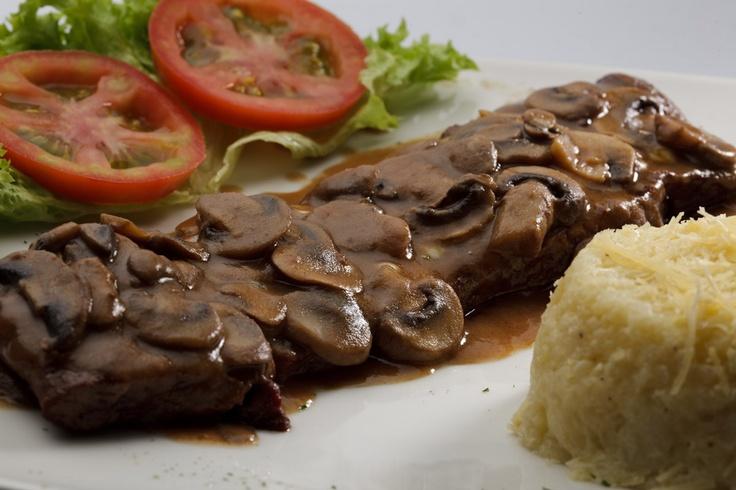 Steak champiñón.