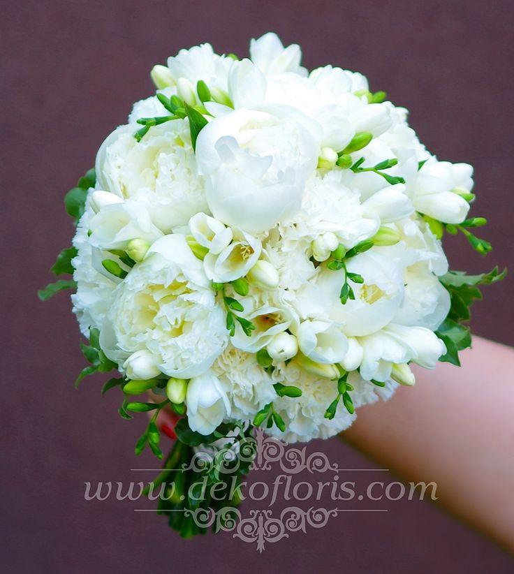 Biały bukiet ślubny piwonie, frezje i róże Ozimek opolskie