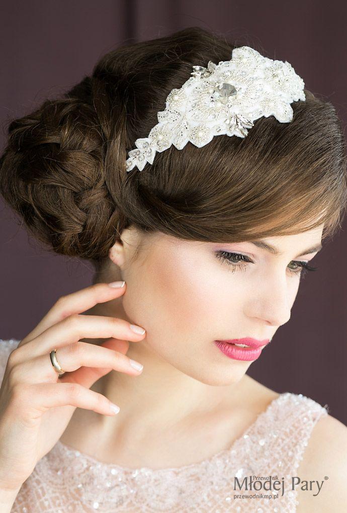 Najmodniejsze sploty , warkocze we fryzurach ślubnych