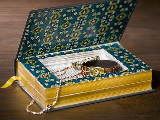 Got old books lying around? Repurpose them into a beautiful little jewelry box! #diyjewelryholder