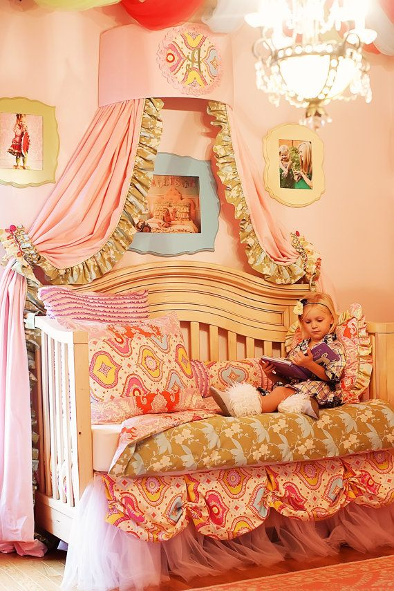 Such a cute little shabby chic girls room <3