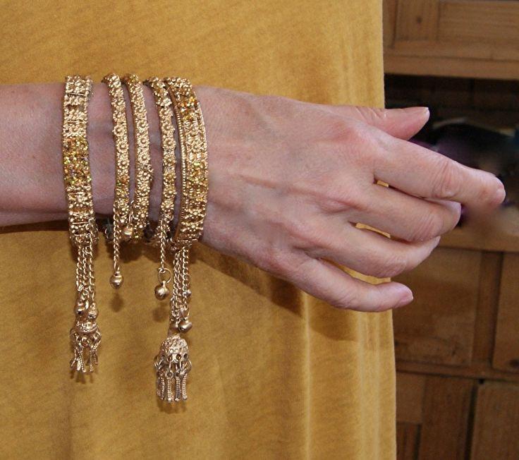 Set van 5 lichtgewicht Indiase bruids - armbanden GOUD kleurig met belletjes versiering - 5-piece Indian lightweight bridal - bracelet set GOLD color with bells decoration