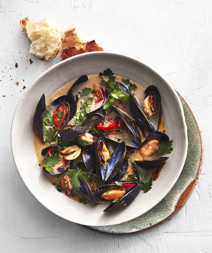Spicy Steamed Mussels | Tender perfectly cooked mussels are served in a spicy, well-seasoned sauce.