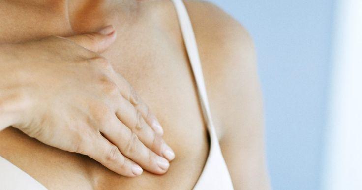 Por que meus seios ficam doloridos antes da menstruação?. Dor nos seios é um frequentemente um sintoma indicador de um ciclo menstrual iminente. Os seios e os mamilos ficam doloridos, sensíveis e algumas vezes lancinante ao toque. Vários fatores são culpados, desde hormônios à alimentação.