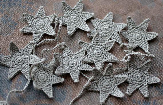 Crochet Garland Wall Hanging Small Bunting Stars por namolio