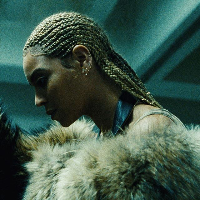 Pin for Later: These Are Going to Be the 10 Hottest Beauty Halloween Costumes For 2016 Beyoncé From Her Lemonade Album Cover