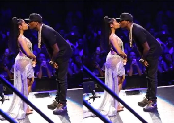 Nicki Minaj and her rapper boyfriend Meek Mill loved up on stage in Chicago - http://www.nollywoodfreaks.com/nicki-minaj-and-her-rapper-boyfriend-meek-mill-loved-up-on-stage-in-chicago/