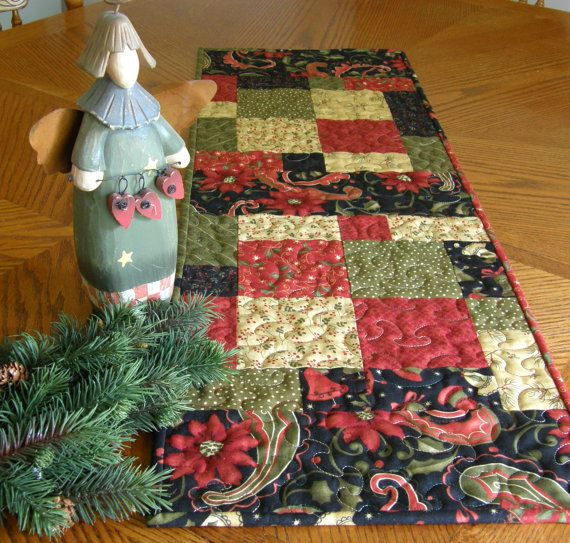 Quilted Christmas Table RunnerQuilt Christmas, Quilt Ideas, Christmas Table Runners, Christmas Tables Runners, Merry Medley, Quilt Tables, Quilt Runners, Christmas Quilt, Christmas Ideas
