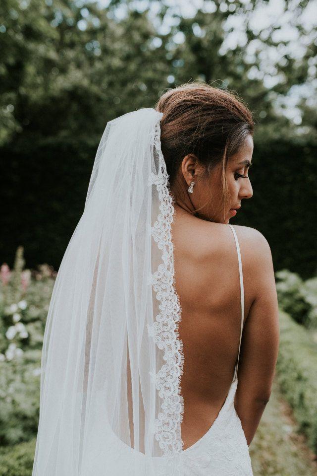 Credit: Renske Meinema Fotografie - huwelijk (ritueel), bruid, vrouw, hoofddeksel, mode, natuur, buitenshuis, jurk, bruids, zomer, liefde, volk, romance (relatie), sexy, betoverend, meisje, portret, bloem (plant)