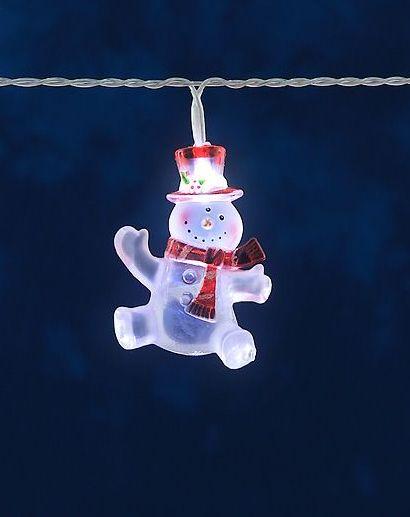 Diese lustige LED Schneemann Lichterkette ist eine witzige Dekoration für kleine Weihnachtsbäume und Gestecke. Die LED Lichterkette mit ihren weißen Dioden ist aber eine eine hübsche Fensterbeleuchtung für die Weihnachtszeit...
