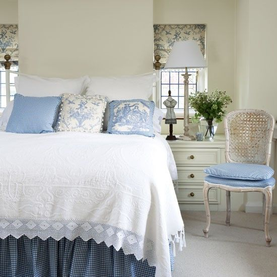 Elegant box bedroom with blue toile fabric