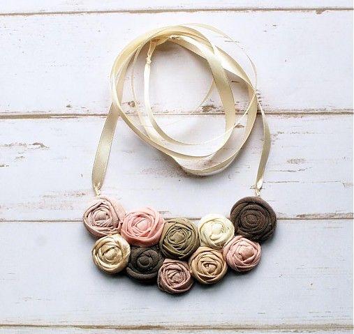 sive_pierko / Ručne vyrobený textilný náhrdelník