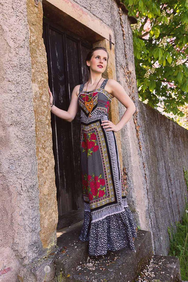 """Kleid, schwarz, Rosen """"Paloma""""   ✰ Vintage Online Shop Oma Klara ✰   Ein schickes, Maxikleid mit tollem und einzigartigem Muster."""