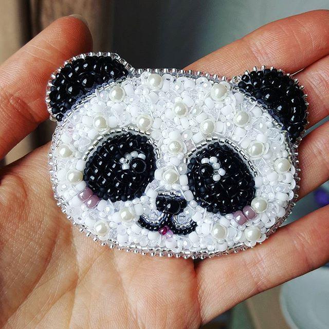 Малыш панда в новой версии для @yul_panf Стеклянный жемчуг, чешский и японский бисер, граненые бусинки, пайетки