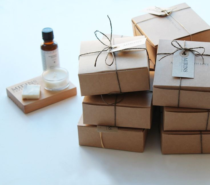 We made a special order of guest welcome packages with a Body Oil, Soap and Candle. A very warm way to say Welcome in our home!