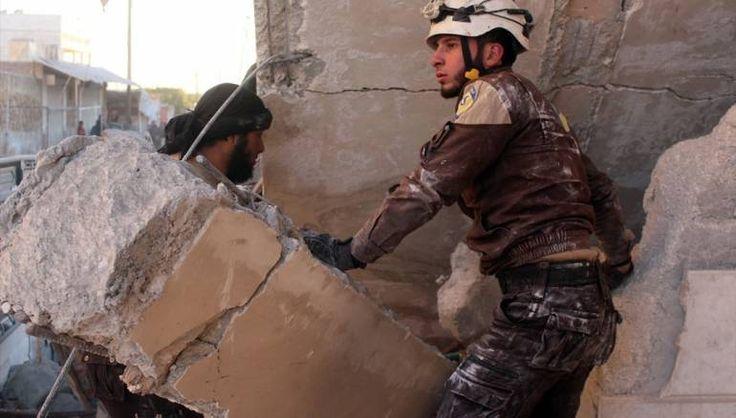 15 warga sipil Aleppo gugur saat pasukan Rusia menggempur desa Aynjara  ALEPPO (Arrahmah.com) - Lima belas warga sipil dilaporkan tewas dan puluhan lainnya luka-luka saat serangan udara menggempur desa Aynjara di Aleppo barat pada Ahad (27/11/2016) yang dilancarkan oleh jet tempur Rusia.  Komite Koordinali Lokal (LCC) melaporkan bahwa pembantaian itu terjadi setelah pesawat tempur Rusia menargetkan desa menggunakan rudal kendali dan tim Pertahanan Sipil berjuang untuk menyelamatkan korban…