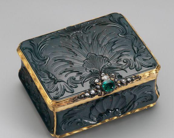 Snuffbox-German (?)-first half 18th century-Heliotrope, gold, emerald, diamonds