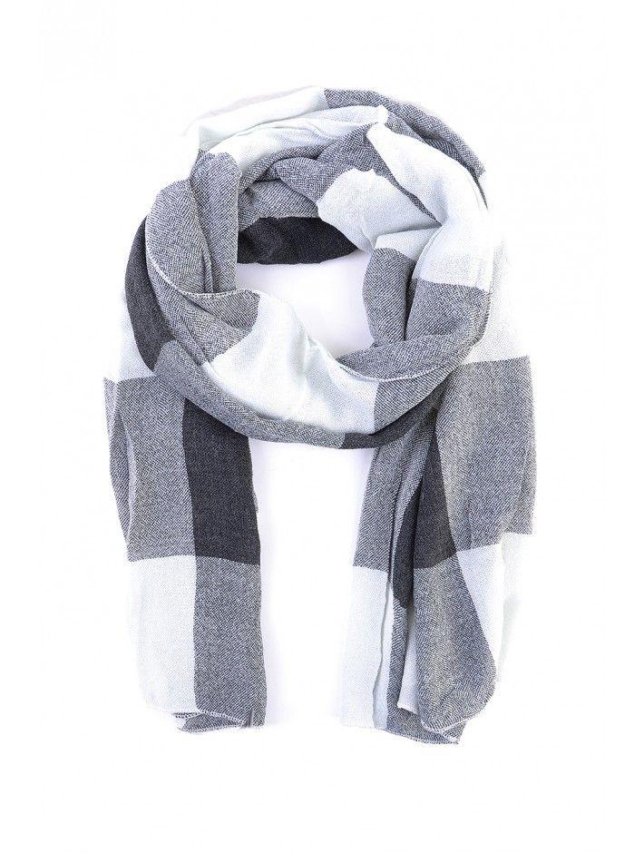 Dámsky zimný šál je ideálnym spoločníkom do chladného počasia. Pôsobí elegantne, je teplý a príjemný na dotyk. Šály od slovenskej značky JUSTPLAY sa hodia ku väčšine oblečenia, vďaka čomu sú štýlovým módnym doplnkom.