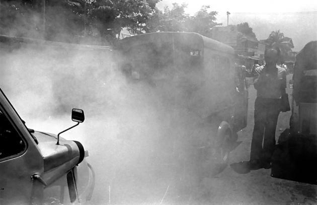 1989-Sebenarnya bemo sudah mulai dihapus tahun 1971, tapi hingga sekarang masih bisa ditemukan di beberapa tempat yang tak dijangkau bis kota. Bemo artinya becak motor yang hadir bersamaan dengan Ganefo tahun 1962.