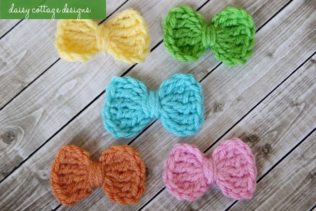 This simple bow pattern is one of the easiest you've ever seen. Whip one up in under 2 minutes or make a collection in about 10. You won't be sorry, and you'll make some little girl very happy. #crochetideas #crochet #daisycottagedesigns