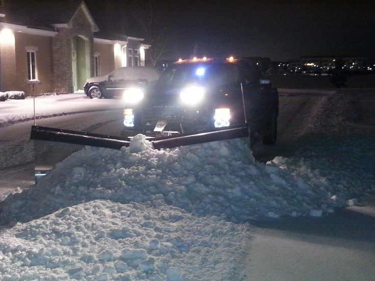 Snowdogg plow moving #snow in #Chicago....picture from Noe Antunez Jacobo