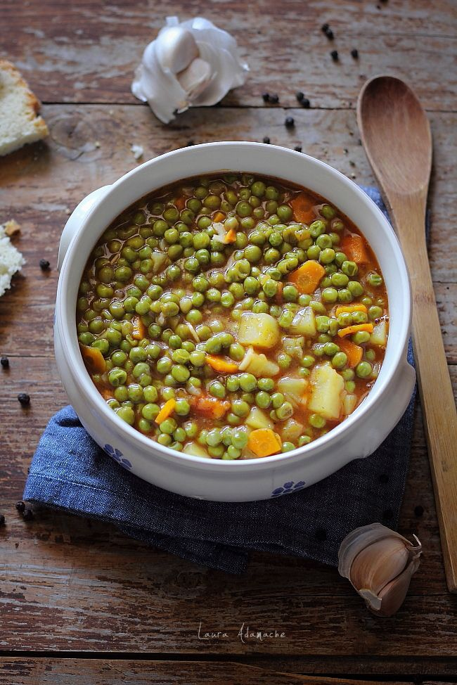 Mancare de mazare de post cu morcovi si cartofi detaliu