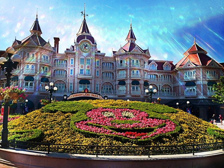 I had no idea there was a..... Disneyland® Paris in Chessy, Île-de-France #MustVisit