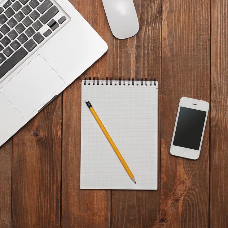 Скачать обои ноутбук. телефон. тетрадь, стол, карандаш, работа, apple, macbook, делать, текстура, блокнот, раздел hi-tech в разрешении 2048x2048