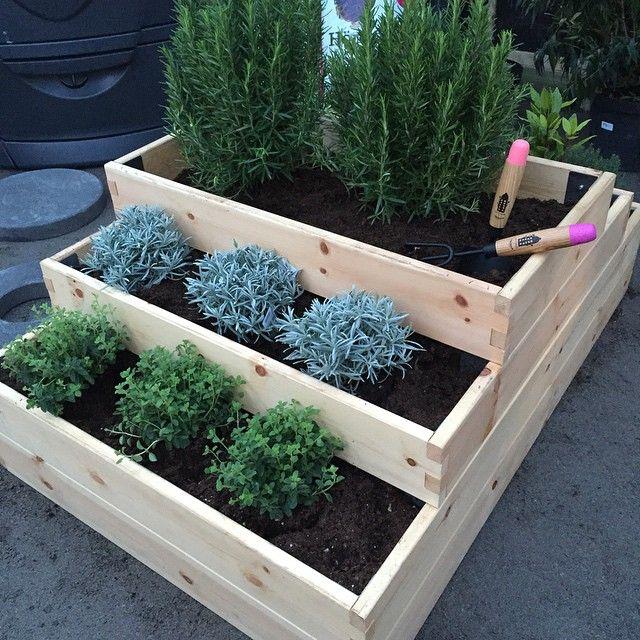 Instagram media by susanneellingsworth - Smart med tre pallkragar ovanpå varandra. Nytt från Hasselfors garden. #trädgård #odla #vår #hasselforsgarden #pallkrage #gardening