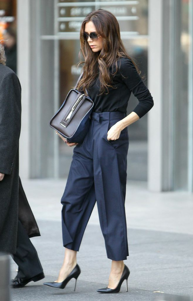 VB looking completely fabulous in navy & black in NYC. #VictoriaBeckham