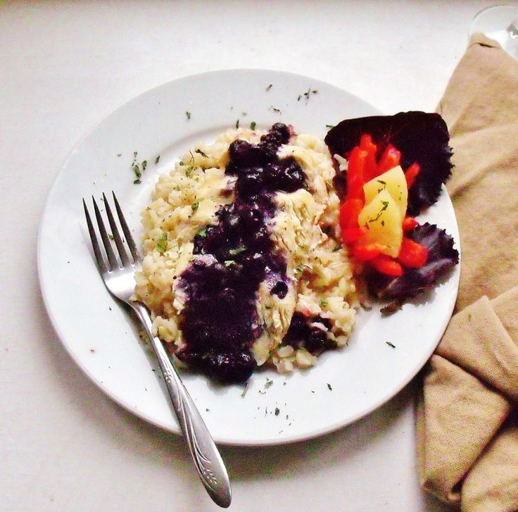 Blueberry Chicken and Rice Blueberry glaze perks up everyday chicken breast. Perfect served over a whole grain rice like brown rice. #WeekdaySupper #ChooseDreams