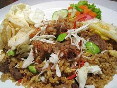 Nasi Goreng Kambing - Berikut ini ada video cara membuat resep nasi goreng kambing kebon sirih kampung kawa jogja bumbu kari gila kecap pedas bango ncc paling enak dan sederhana.