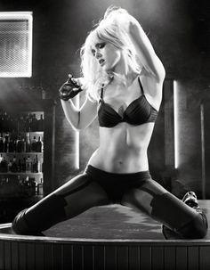 « Sin City 2 : j'ai tué pour elle », dans les salles françaises le 17 septembre prochain, sort sept ans après le premier volet. L'occasion pour Jessica Alba de se glisser à nouveau dans la peau de la strip-teaseuse Nancy Callahan, désormais devenue danseuse professionnelle. http://www.elle.fr/Beaute/News-beaute/Beaute-des-stars/Comment-Jessica-Alba-s-est-fait-un-corps-de-reve-pour-Sin-City-2-2754316