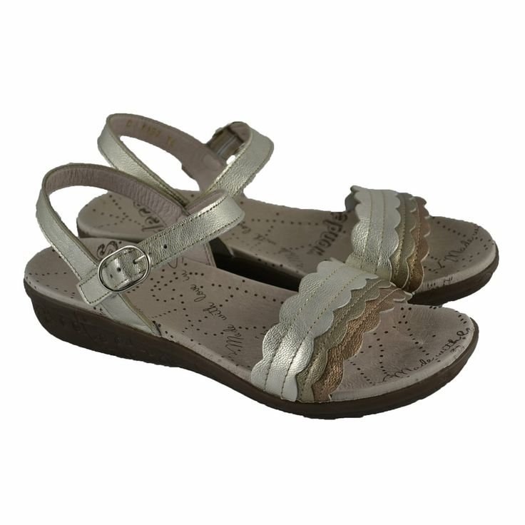 #Sandalias de piel con suelas de goma de confort y pulsera tobillera de la marca española WONDERS.