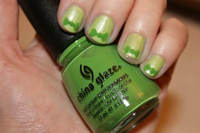 Green Bow Tie Nails {Tutorial}. #blushingbasics
