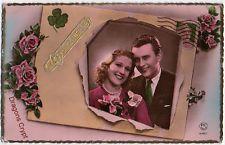 Carte postale ancienne - Couple sur une enveloppe avec timbre Marianne