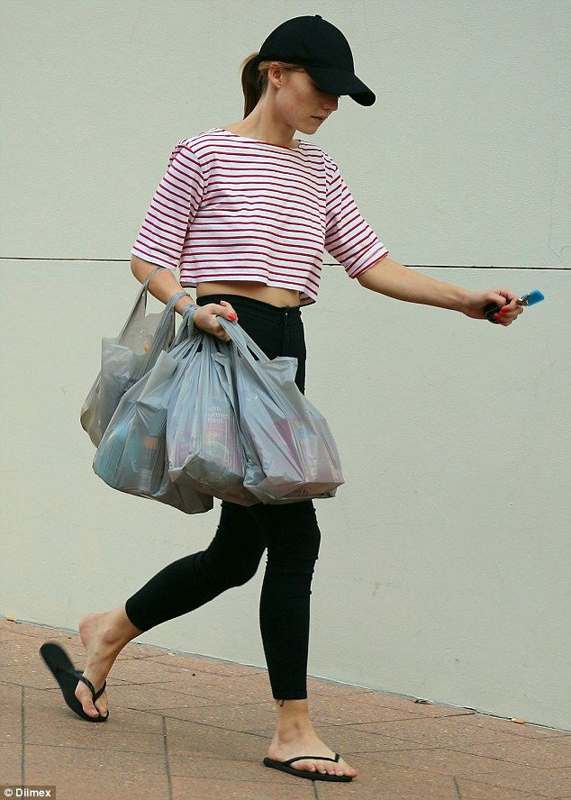 Sam Frost struggles to juggle her groceries