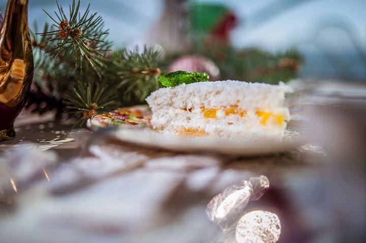 Много #кокос и #манго... :-) #shtastliveca #щастливеца #restaurant #ресторант #coconut #mango #desert #cake