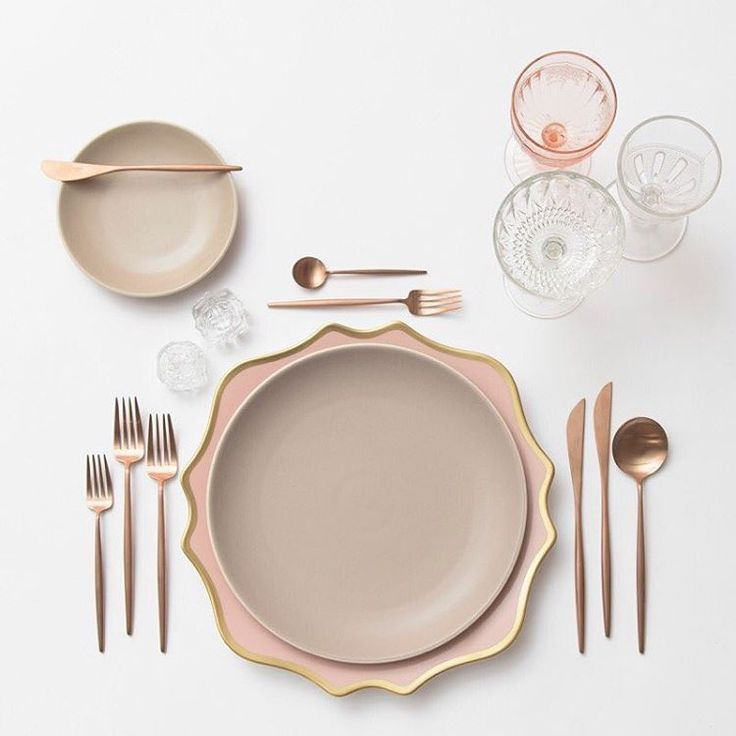 A little rose gold loving to close out the week  Our Anna Weatherley Chargers in Desert Rose + Heath Ceramics in French Grey + Rose Gold Flatware + Vintage Pink/EAPG/Coupe Glassware + Antique Crystal Salt Cellars #cdpdesignpresentation #